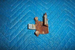 Bowser 595 Door Hinge Short Pin Bolt On