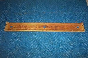 T 452 Lower door lock bracket
